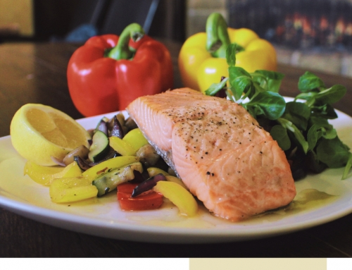 Salmon steak with grilled vegetables